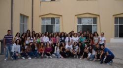 La D.S. Sara Ester Garamella con i professori e gli alunni di Via Fici